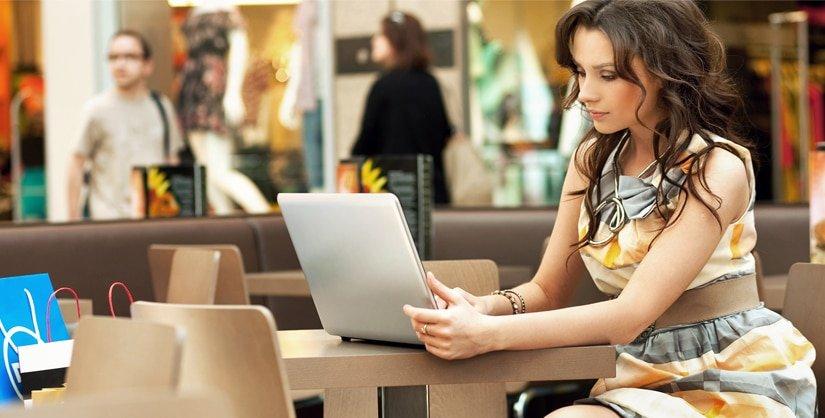 Woman_Laptop-825p